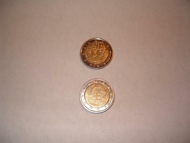 2 pièces de 2€ commémoratives belges à vendre (neuves)