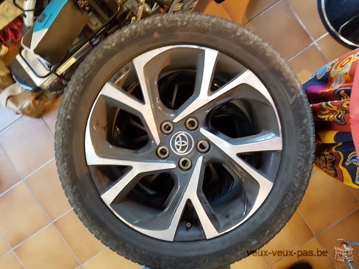 4 pneus été d'un toyota hybride roulés 10.000kms